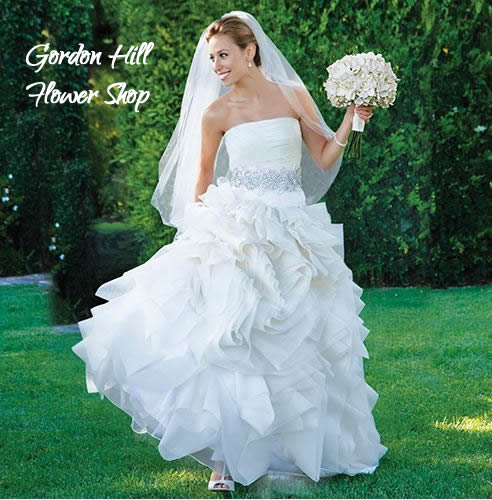 sutter creek wedding flowers - bride with bouquet