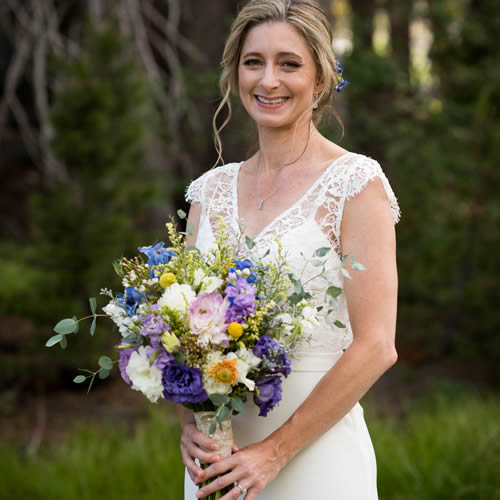 sutter creek wedding flowers - bride with bouquet